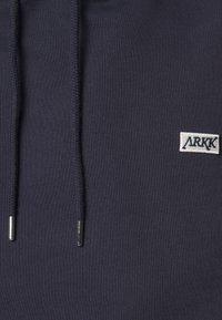 ARKK Copenhagen - BOX LOGO HOODIE - Sweatshirt - maritime blue - 5