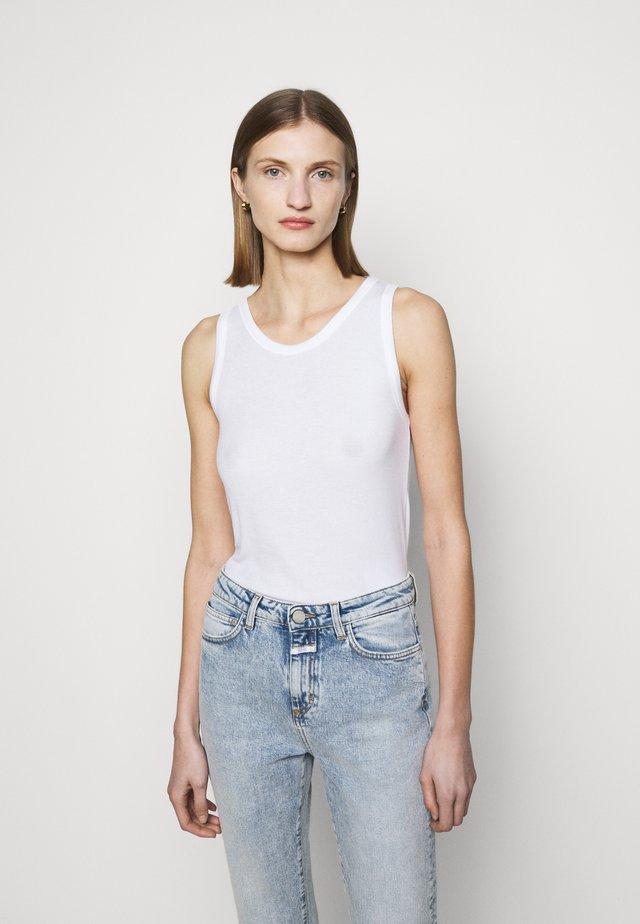 WOMEN - Topper - white