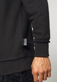 Versace Jeans Couture - CREW - Sweatshirt - black - 4