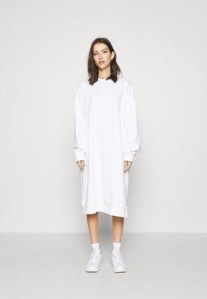 PAYTON DRESS - Denní šaty - white