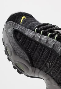 Nike Sportswear - AIR MAX TAILWIND IV SE - Trainers - gunsmoke/barely volt/black/opti yellow - 2