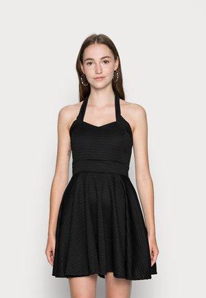 VIKKI SKATER DRESS - Koktejlové šaty/ šaty na párty - black