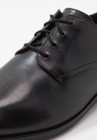 Clarks - STANFORD WALK - Stringate eleganti - black - 5