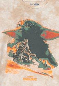 GAP - STAR WARS BOYS TEE - Print T-shirt - tie dye - 2