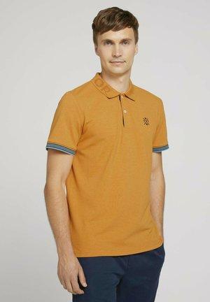MIT KRAGENDETAIL - Polo shirt - yellow white base melange