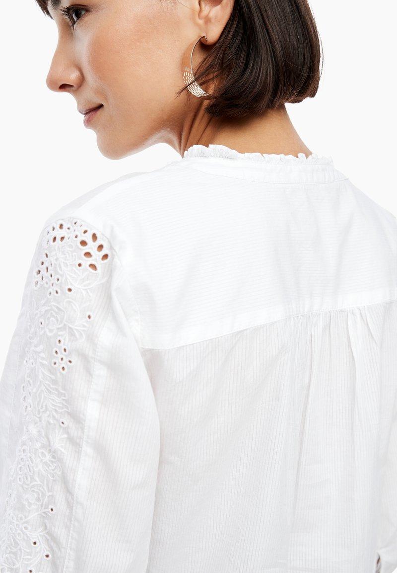s.Oliver MIT LOCHSTICKEREI - Bluse - white/weiß ubjwep