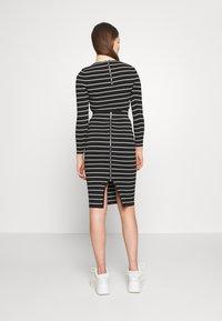 Good American - STRIPE MIDI SKIRT - Pencil skirt - black/white - 2