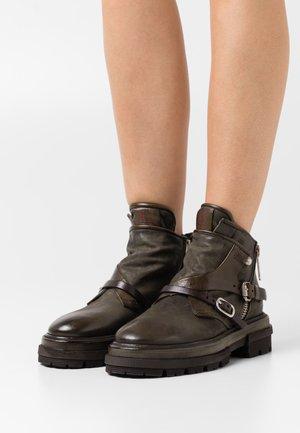 Cowboy/biker ankle boot - jungle
