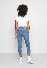 Vero Moda - VMJOANA HR STRCH MOM ANK J VI395 GA - Relaxed fit jeans - light blue denim - 2