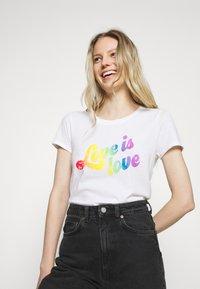 GAP - CREW - Print T-shirt - white - 3