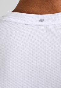 Fila - LOGO SMALL - Jednoduché triko - white - 4