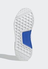 adidas Originals - NMD_R1.V2 ORIGINALS BOOST - Trainers - white - 3