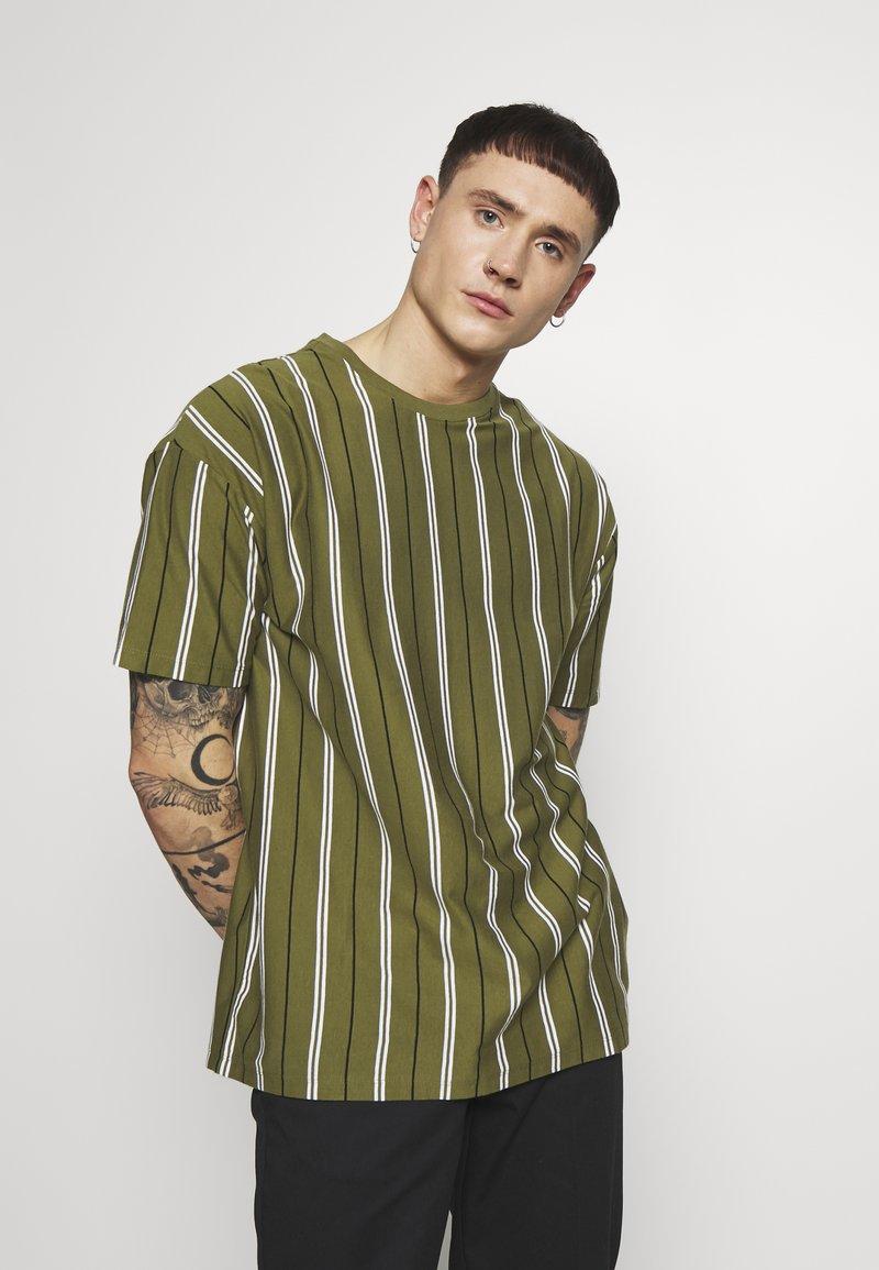 New Look - VERT STRIPE TEE - T-shirt print - light khaki