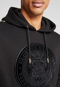 Glorious Gangsta - MERCY LOGO HOODIE  - Luvtröja - black - 5