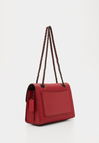 Coach - QUILTING WITH RIVETS PARKER SHOULDER BAG - Bolso de mano - red apple - 2