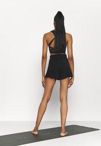 Cotton On Body - DOUBLE LAYER PETAL HEM SHORT - Sports shorts - black - 2