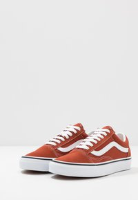 Vans - OLD SKOOL UNISEX - Sneakers laag - picante/true white - 2