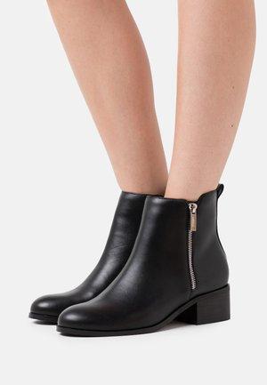FRAN - Kotníkové boty - black