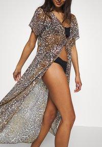Guess - DRESS BEACHWR WOMAN - Accessoire de plage - brown - 4