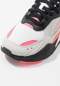 Puma - RS-X REINVENT - Trainers - white/bubblegum - 2