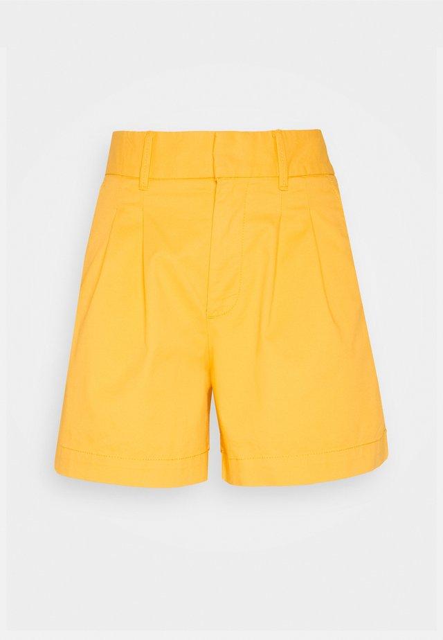 PLEATED - Shorts - kayak