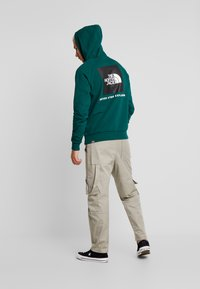 The North Face - REDBOX HOODIE - Mikina s kapucí - night green - 2