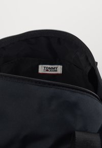 Tommy Jeans - TJM CAMPUS  DUFFLE - Torba weekendowa - black - 4