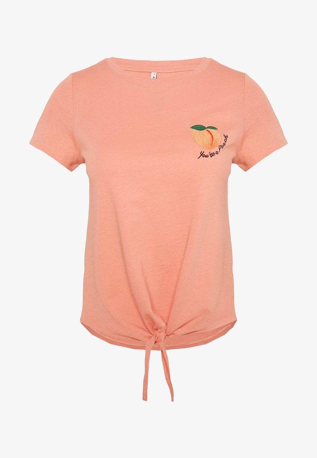 ONLFRUITY LIFE BOX - Camiseta estampada - terra cotta/peach
