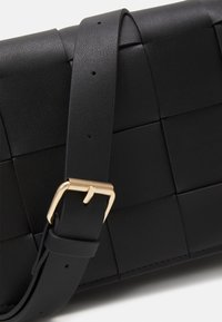 Lindex - BAG CROSS BODY BRAIDED - Borsa a tracolla - black - 4