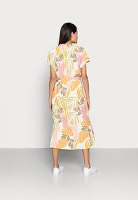 Saint Tropez - GABY DRESS - Shirt dress - birch botanic - 2