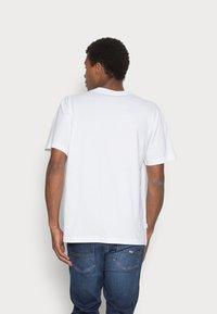 Makia - FOLKE - T-shirt basic - white - 2