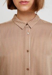 Modström - TAMIR PRINT - Button-down blouse - camel stripes - 4