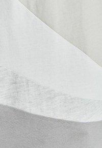 Jack & Jones Junior - T-shirt med print - glacier gray - 5