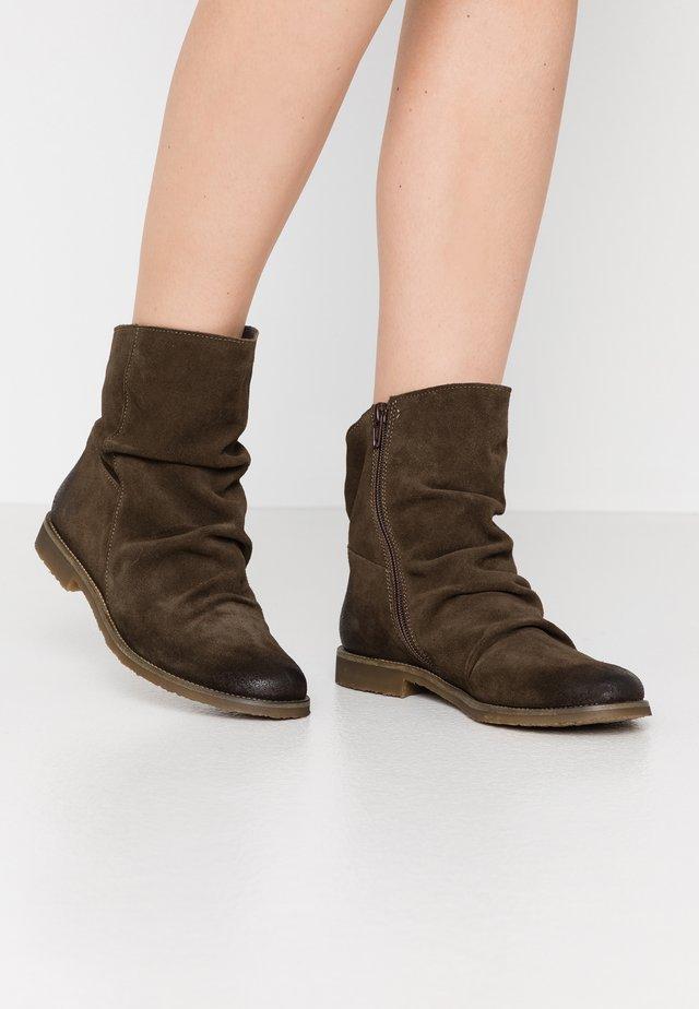CLASH - Kotníkové boty - militar