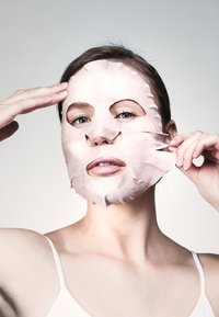 Swiss Clinic - PURIFYING PINK CLAY SHEET MASK - Face mask - - - 2