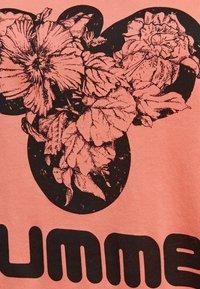 Hummel - Print T-shirt - peach - 3