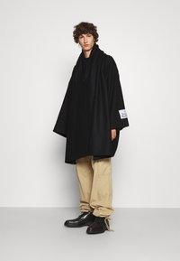 Vivienne Westwood - CAPE - Cape - black - 1