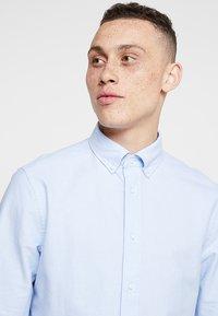Calvin Klein - BUTTON DOWN OXFORD LOGO - Camicia - blue - 3