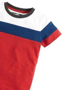 Next - RED/BLUE/WHITE SHORT SLEEVE COLOURBLOCK T-SHIRT (3MTHS-7YRS) - Print T-shirt - red - 2