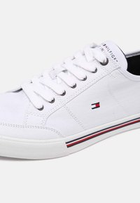 Tommy Hilfiger - CORE CORPORATE - Sneakers laag - white - 6