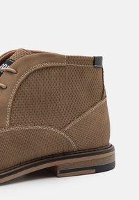 Madden by Steve Madden - GRAPER - Sznurowane obuwie sportowe - taupe - 5