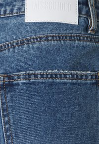 Missguided Petite - SLIM STRIAGHT THIGH SLASH - Jeans straight leg - blue - 2