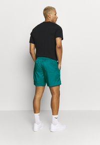 Nike Sportswear - FLOW - Shorts - bright spruce/washed coral - 2