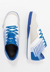 Umbro - CHALEIRA II PRO - Halové fotbalové kopačky - white/black/regal blue - 1