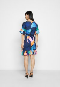 Never Fully Dressed Petite - ARTIST PRINT MARAKESH DRESS - Vapaa-ajan mekko - navy multi - 2