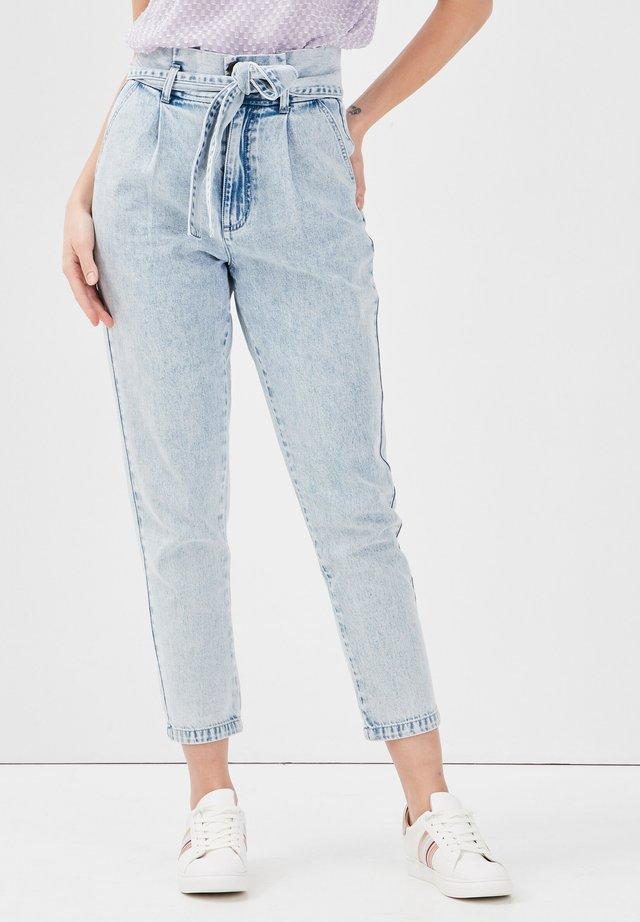PAPIERTÜTEN - Jeans baggy - denim bleach