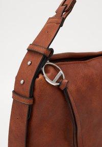 SURI FREY - LUZY - Handbag - cognac - 4