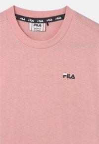 Fila - ANNA CROPPED  - Camiseta estampada - coral blush - 2