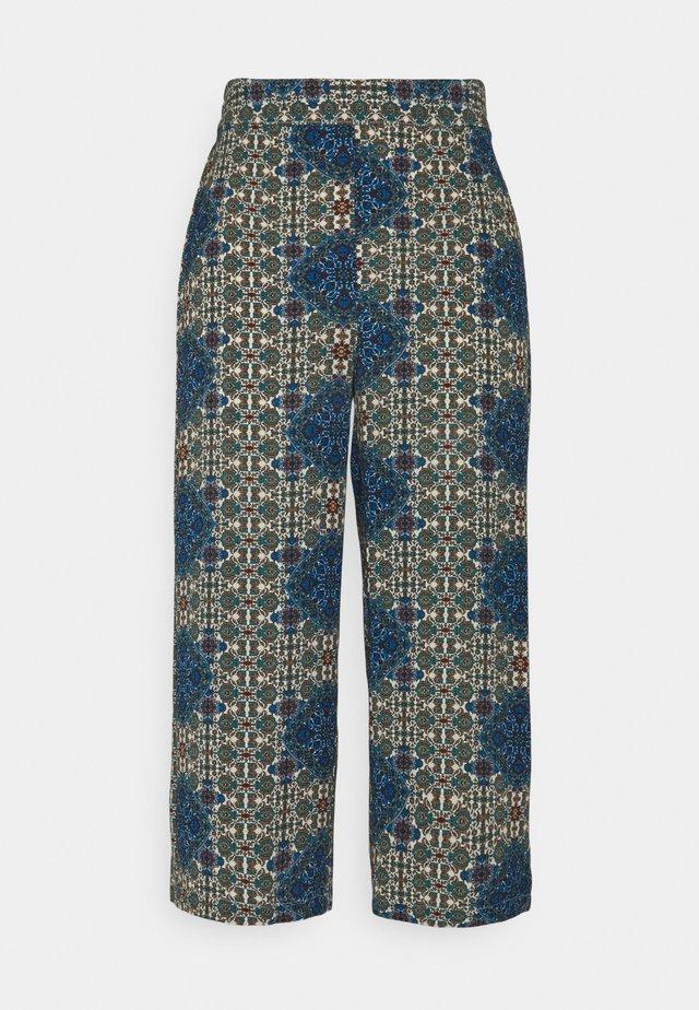 VMSAGA CULOTTE PANT - Pantalon classique - birch/esmeralda