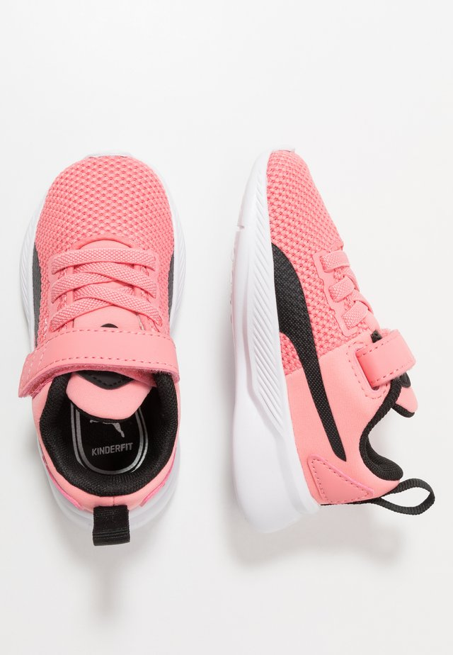 FLYER RUNNER UNISEX - Chaussures de running neutres - salmon rose/black/white